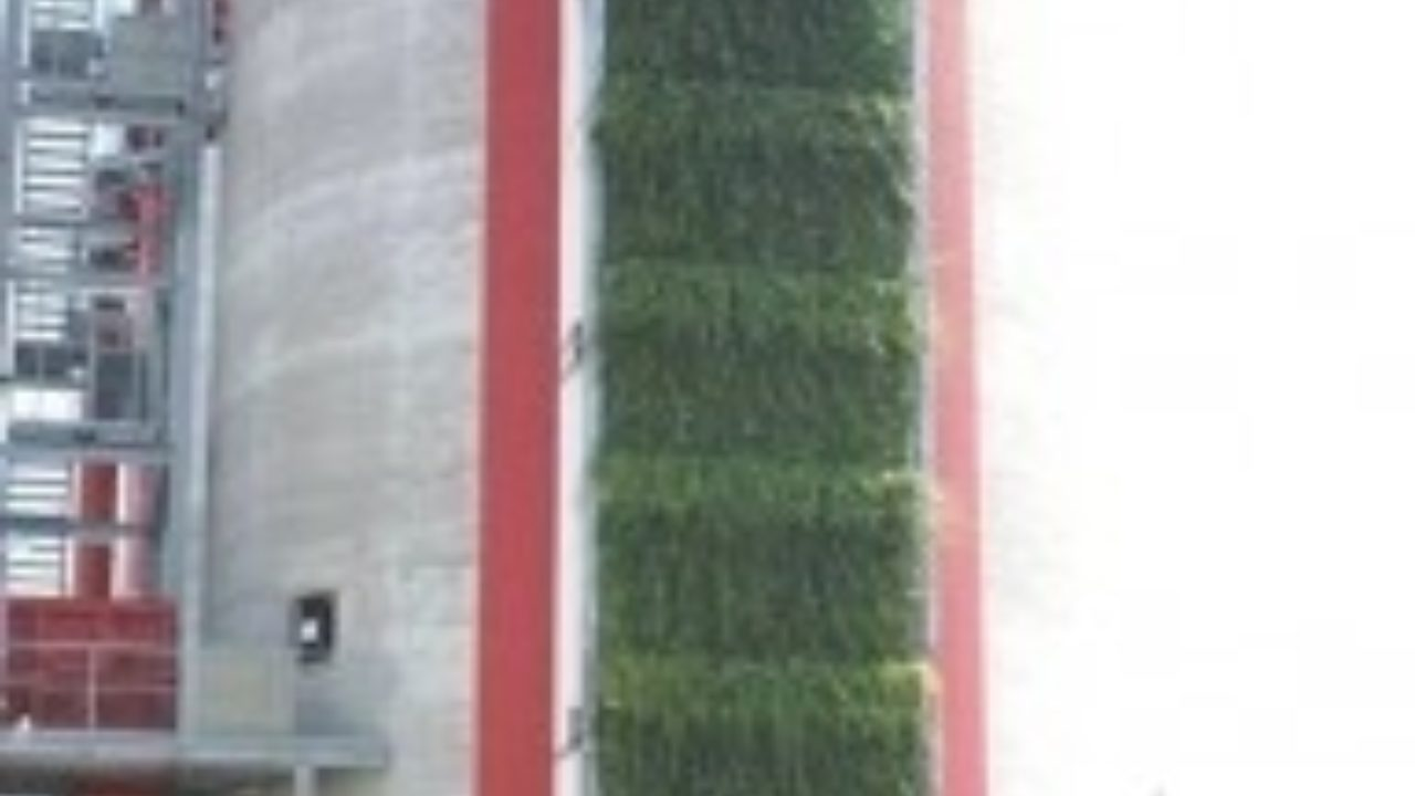 The benefits of green hoardings to the construction industry?